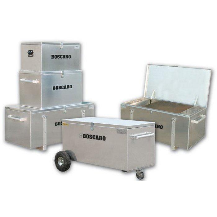 Sur demande les coffres peuvent être livrés en version peinte ou bien  équipés de roulettes . 2a24ae39b5ff